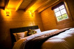 cottages-bedroom